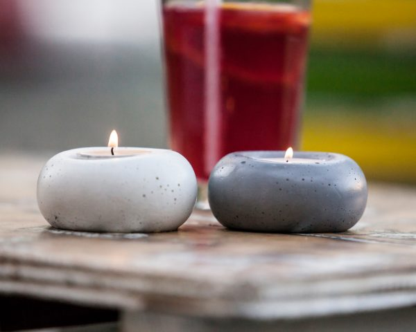 Concrete designer tealight holders in white and dark