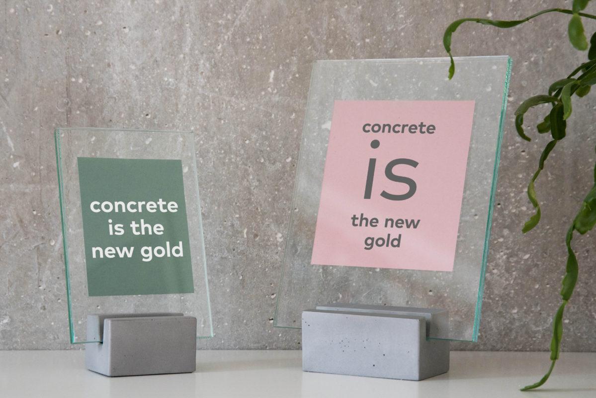 minimalista stílusú fényképtartó beton alapban