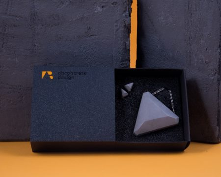 Geometric shaped desiner jewelry set made of concrete with elegant package