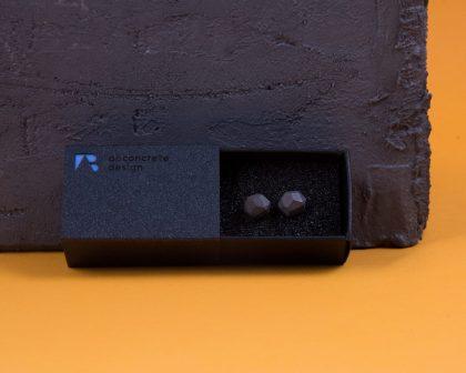 Meteorit formájú beton fülbevalók elegáns díszcsomagolásban