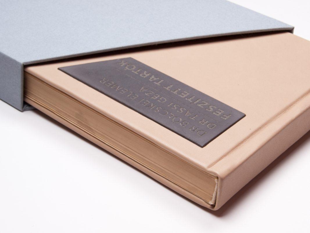 design relic gift for professors