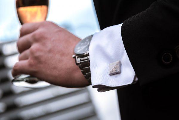 Concrete Cufflinks TERRAZZO Delta white-blue hand holding champagne