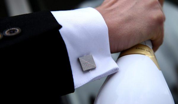 Elegant designer cufflink TERRAZZO-delta gray red openig champagne zoom