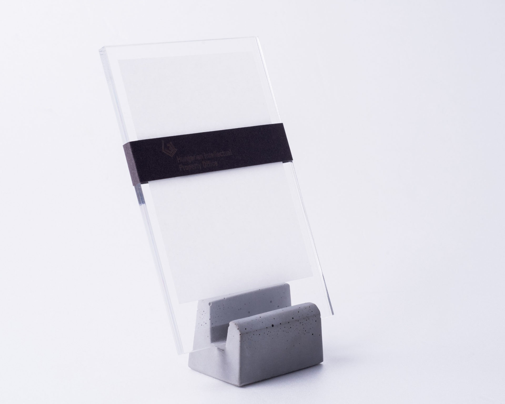 Minimalist photo holder made of concrete