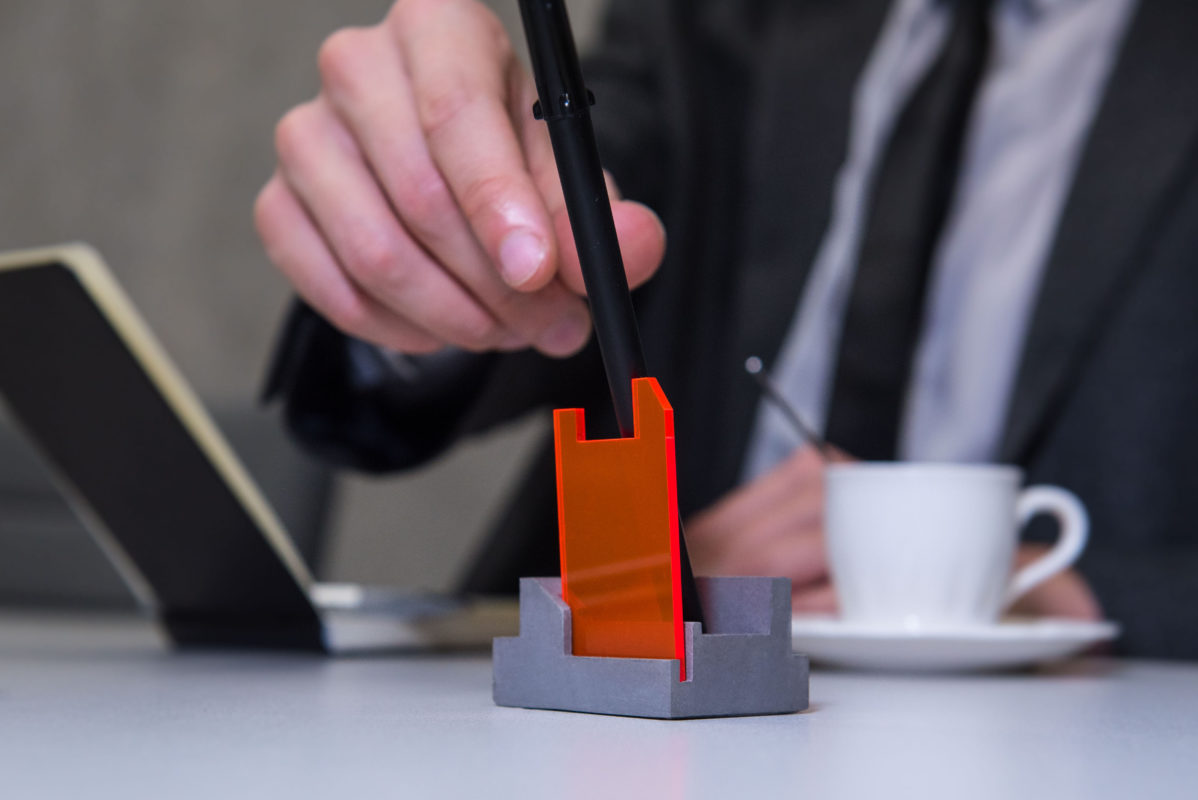 Stylish desktop pen holder